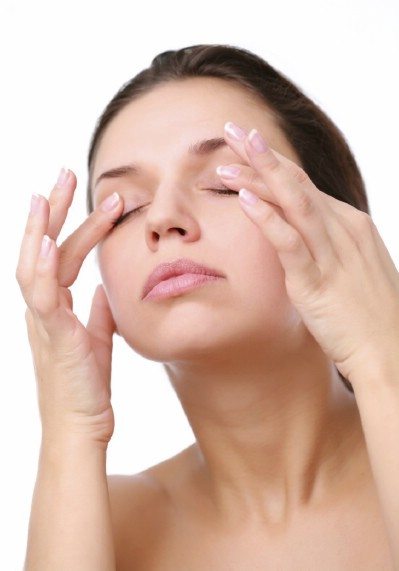 Relieve Tired Eyes - 20 Surprising Uses for Leftover Fruit and Vegetable Peels