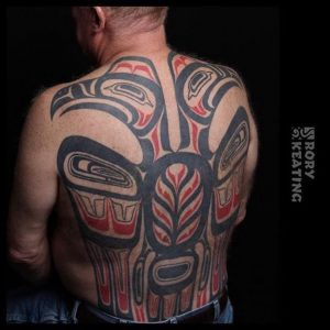 Tatouage Haida Noir et Rouge Dos Complet Homme By Rory Keating - MyTatouage