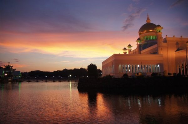 Brunei Sultan Omar Ali Saifuddin Mosque by Mar Pages