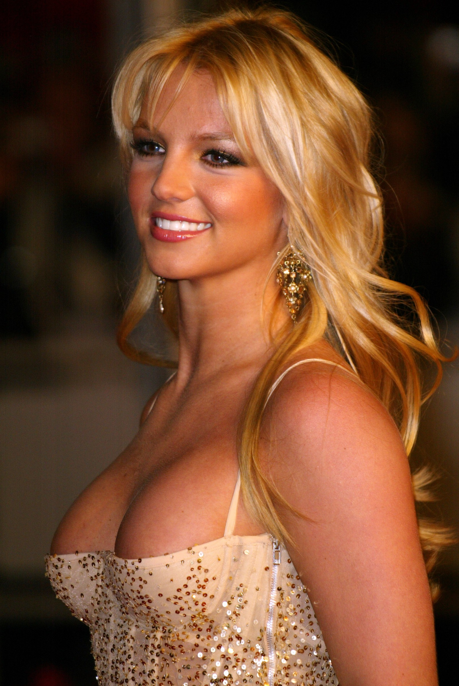 pictures-of-britney-spears-breasts-cleavage