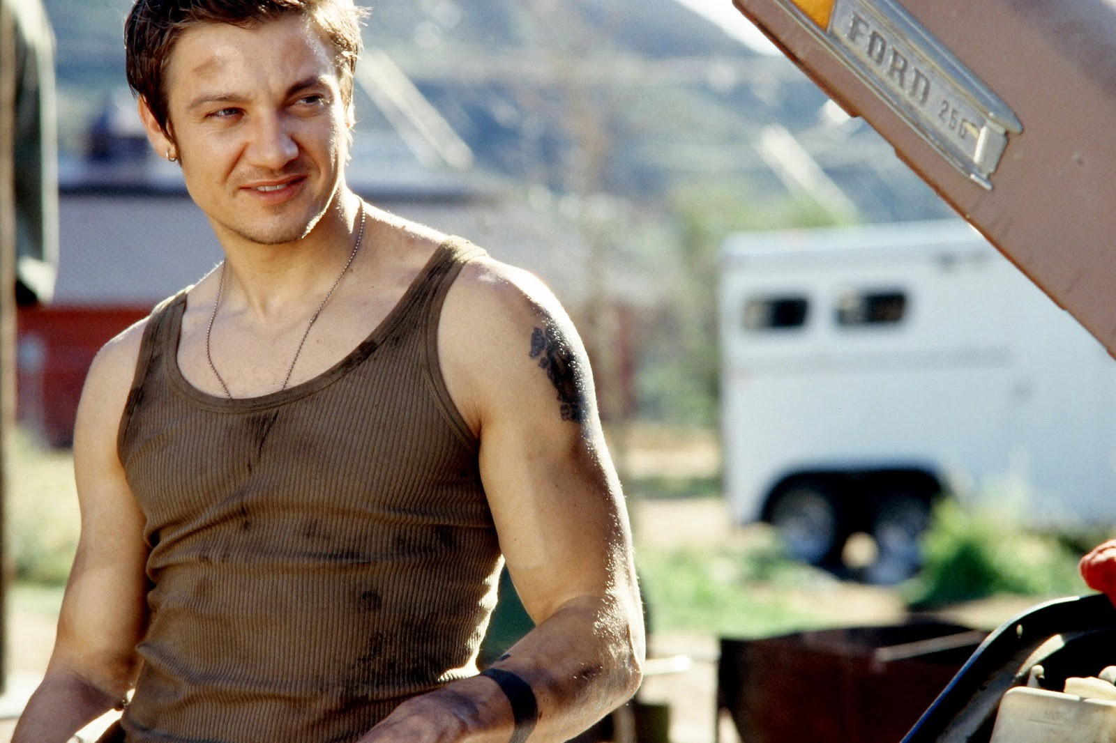 Is Jeremy Renner gay?? – VictorHaddix – Medium