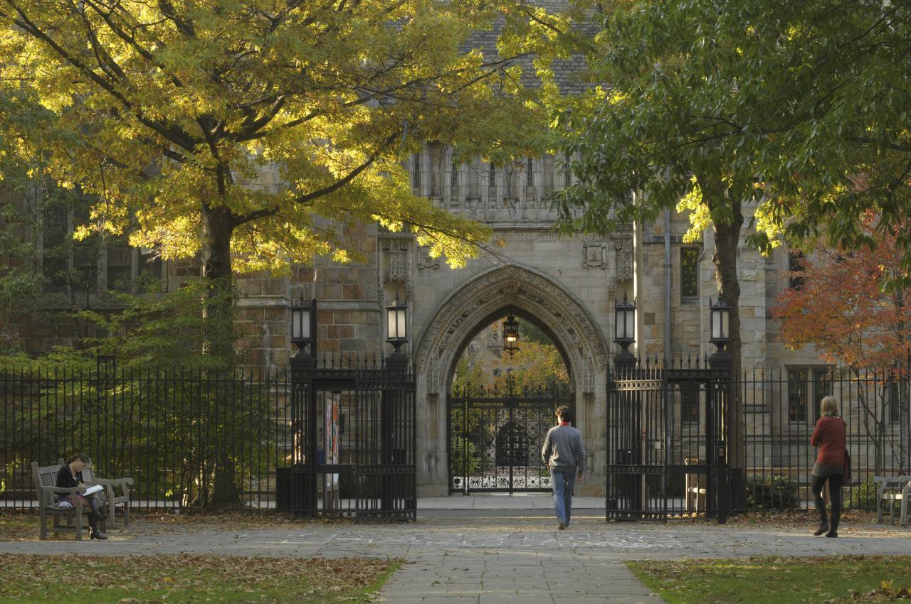yale university admits larges freshmen class ever for class of 2021