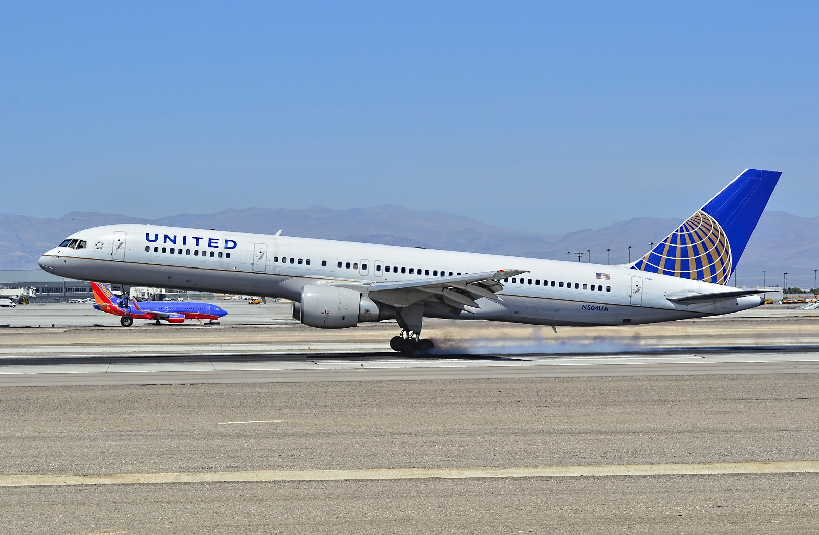 "Some United Airlines' 757–200s are going to stick around a bit longer. The  carrier has 15 ""p.s. config"" planes (28 flat beds up front) that  historically ..."