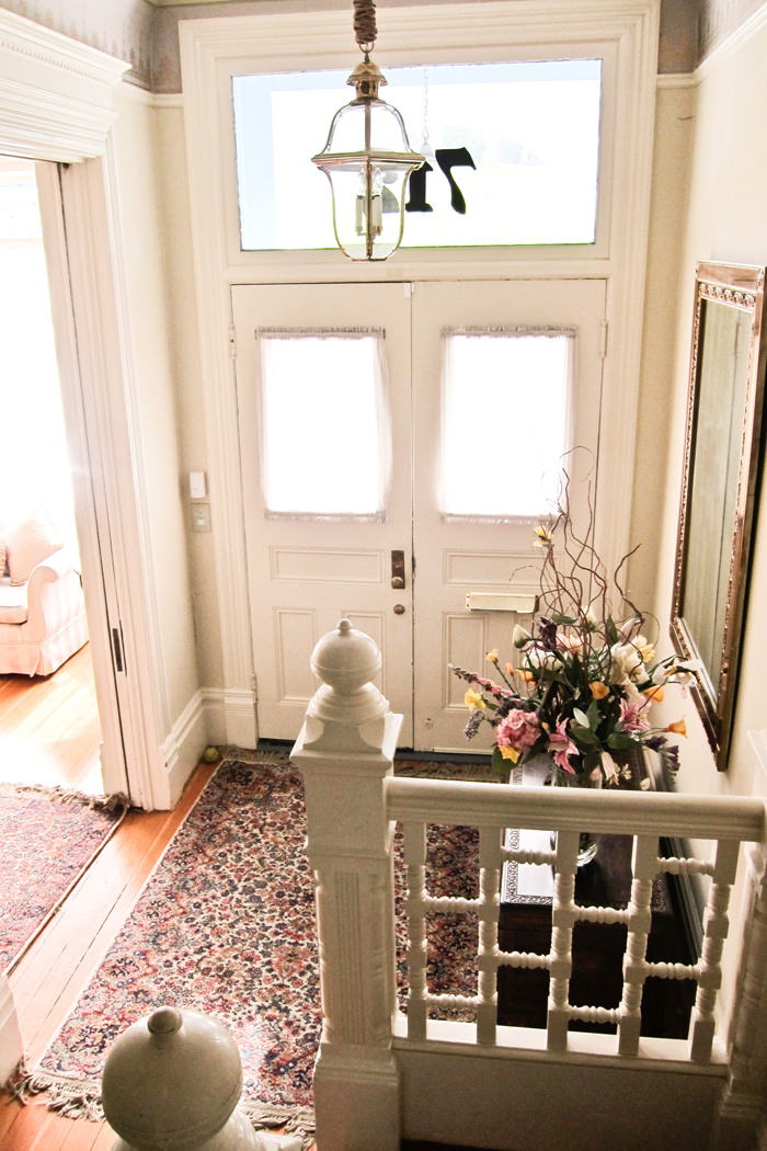 Katherineu0027s Family Moved To San Francisco In The Mid 1800s, And The House  Is Full Of Passed Down Family Antiques. Theyu0027ve Turned The Top Floor (what  Used To ...