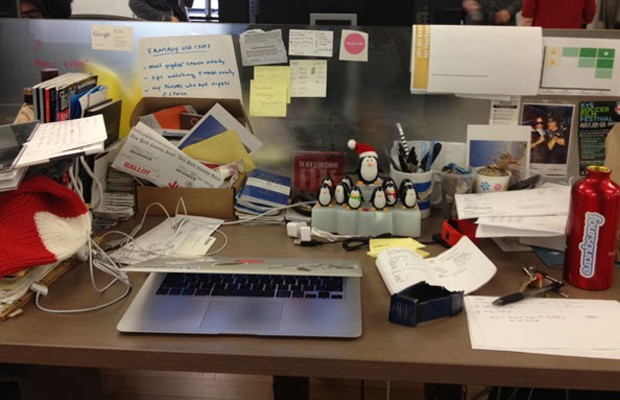an analysis of the cluttered desk The only thing lacking from eric karjaluoto's recent essay on the pros and cons of  a clean desk were pictures.