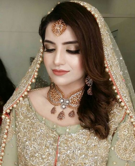 For more such amazing look and Pakistani engagement makeup ideas, watch the video!