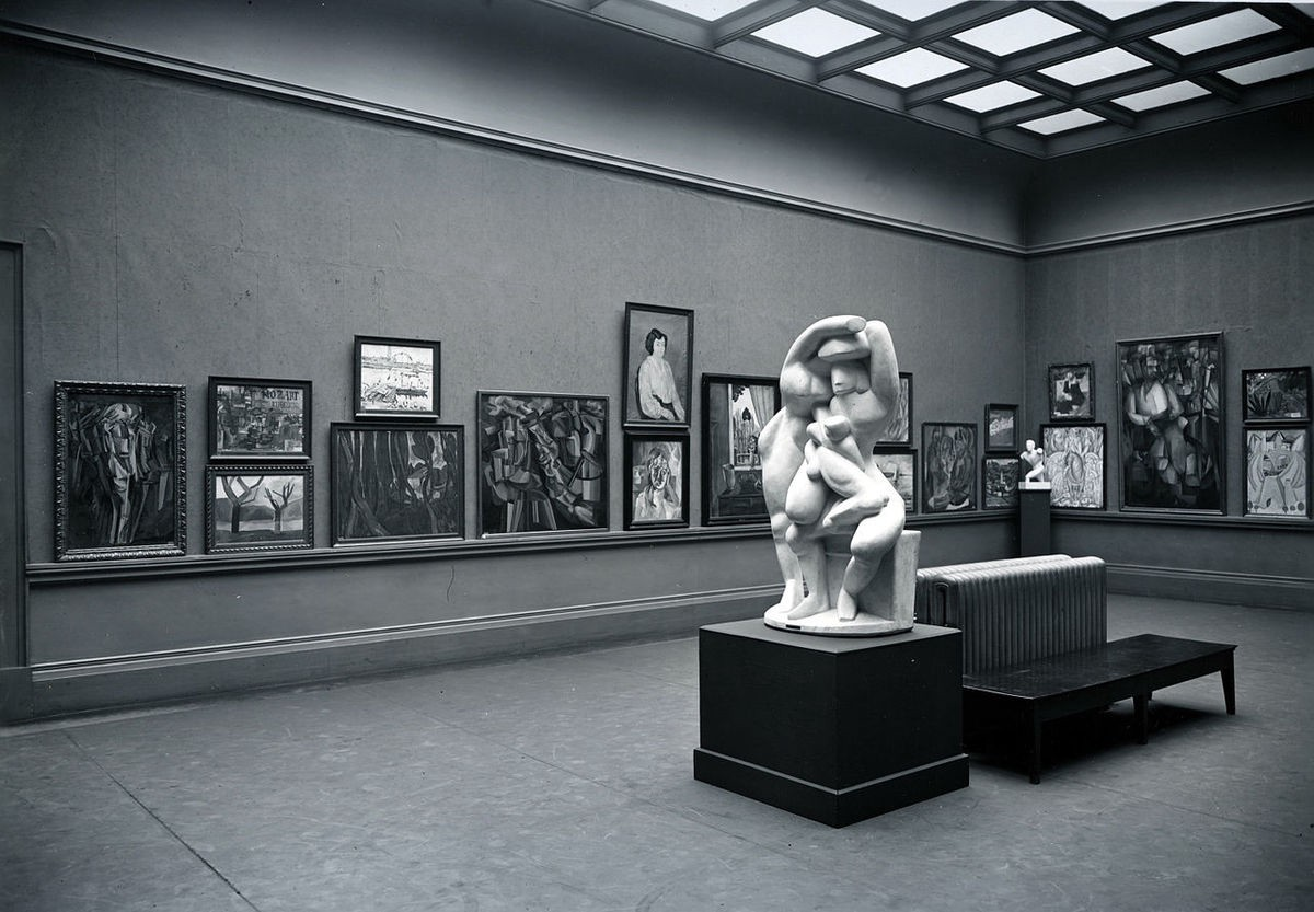 Armory Show, International Exhibition of Modern Art. The Cubist room, Gallery 53 (northeast view), Art Institute of Chicago, March 24–April 16, 1913. Image via Wikimedia Commons.