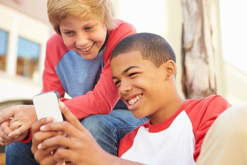 Role of Social Media in Online Approval and Teen Interactions | Netsanity