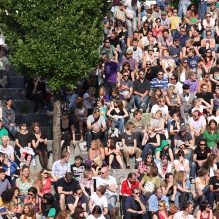 Crowds are wise enough to know when other people will get it wrong