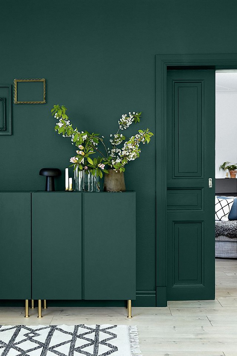 Dark Green Is The Perfect Statement Color Deep Greens Were All Over In 80s 90s And I M Glad To See It Coming Back