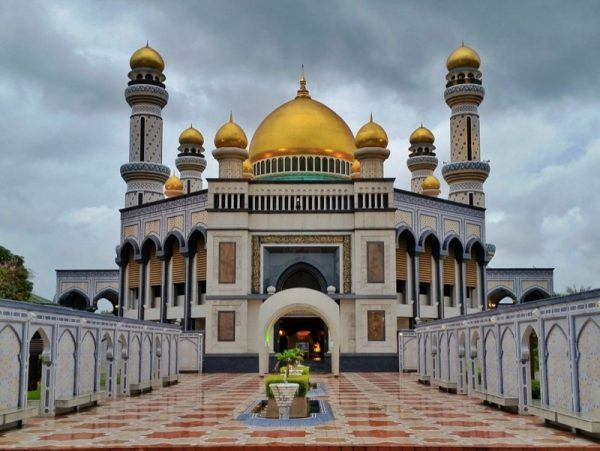 Brunei Sultan Omar Ali Saifuddien Mosque by The Travel Sisters