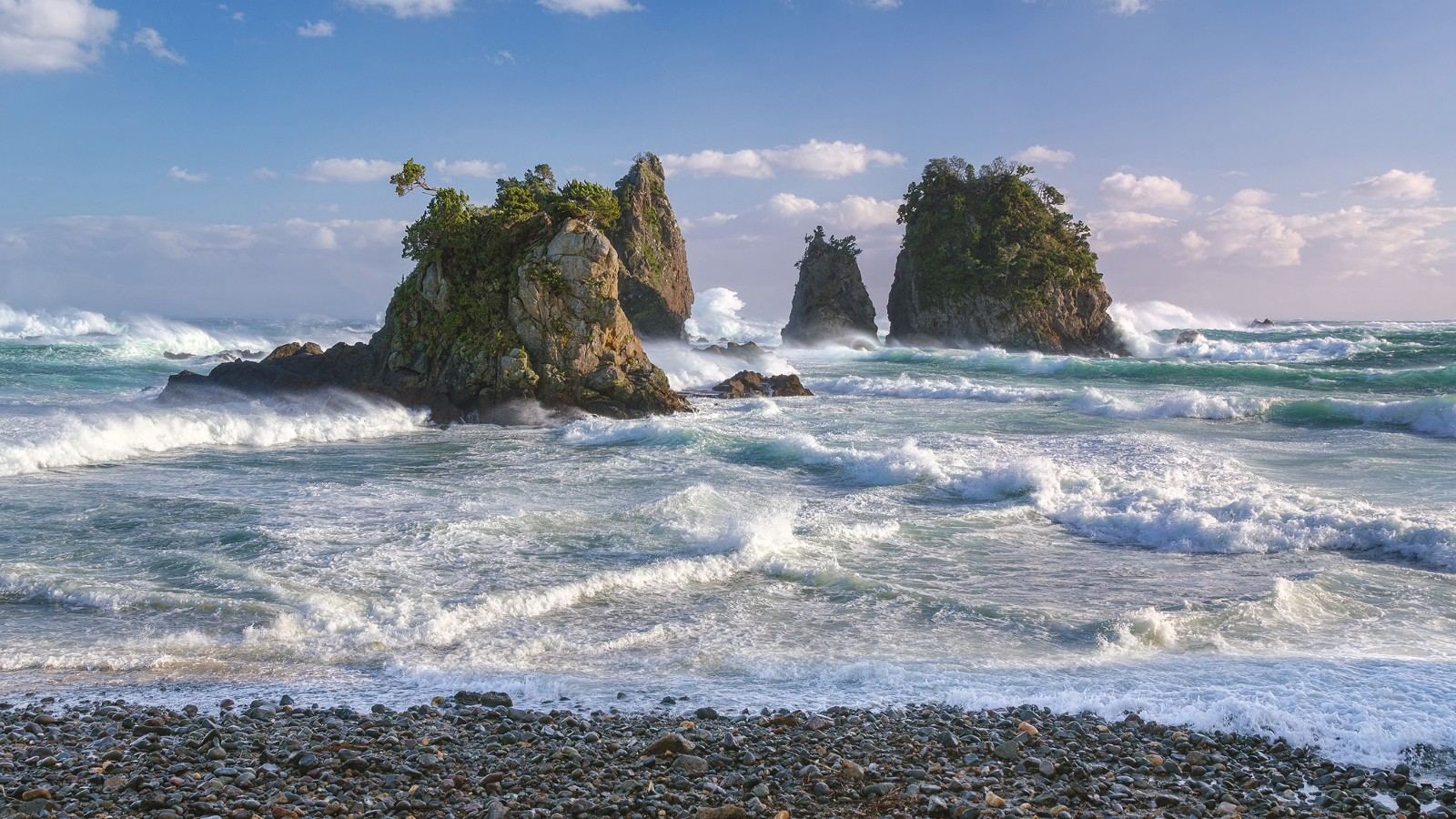 Great Surf Rush at Minokakeiwa Islets, Japan