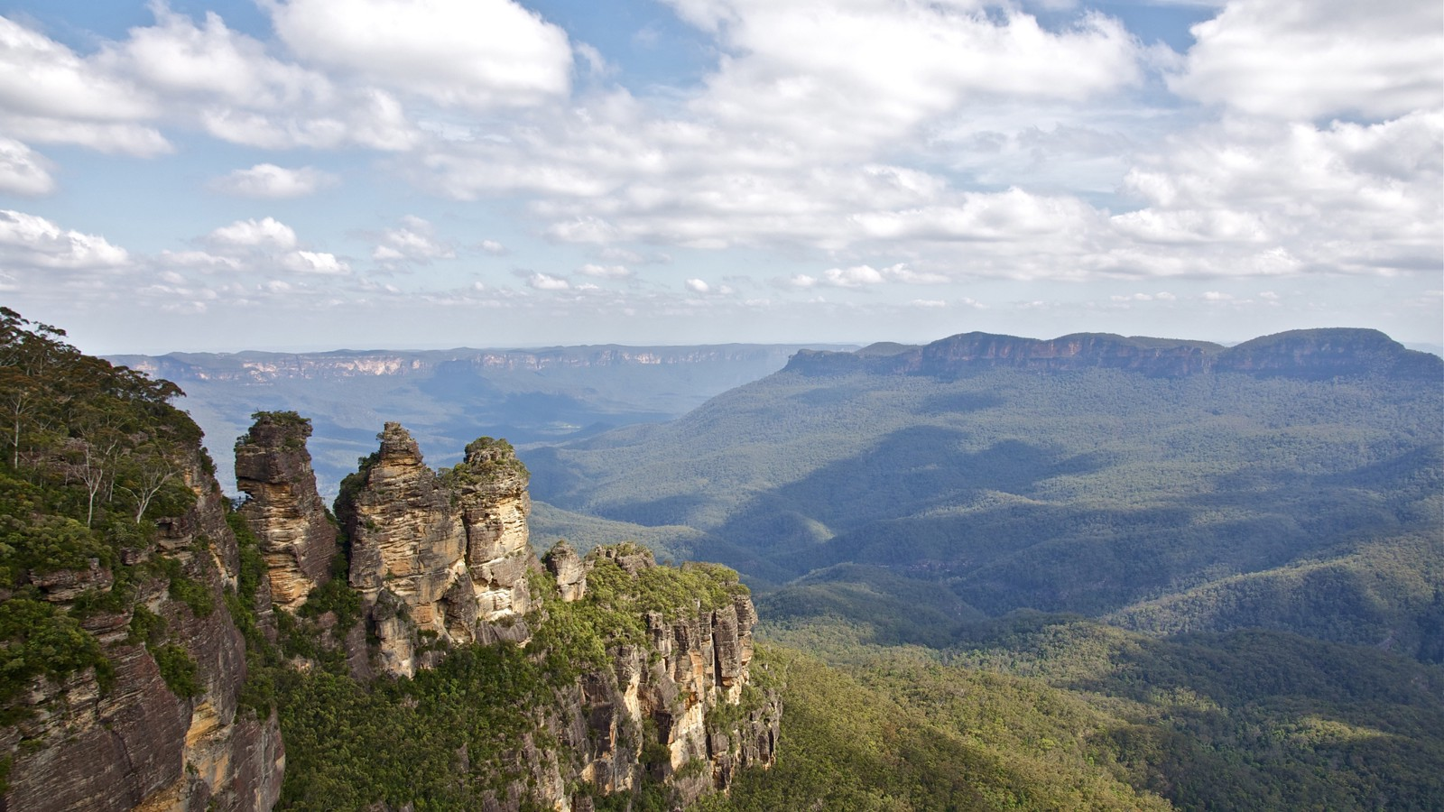 Three Sisters Rock Formation, Blue Mountains National Park, Australia