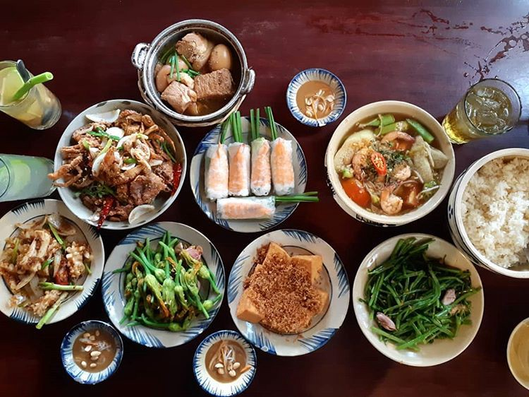 Image result for Cuc Gach Quan: a cozy dinner with families and friends