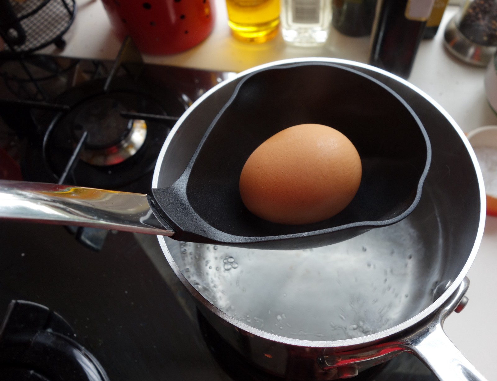 Place An Uncracked Egg In Ladle Submerge In The Water For 15 Seconds Set  Aside In A Bowl Repeat With The Other Three Eggs