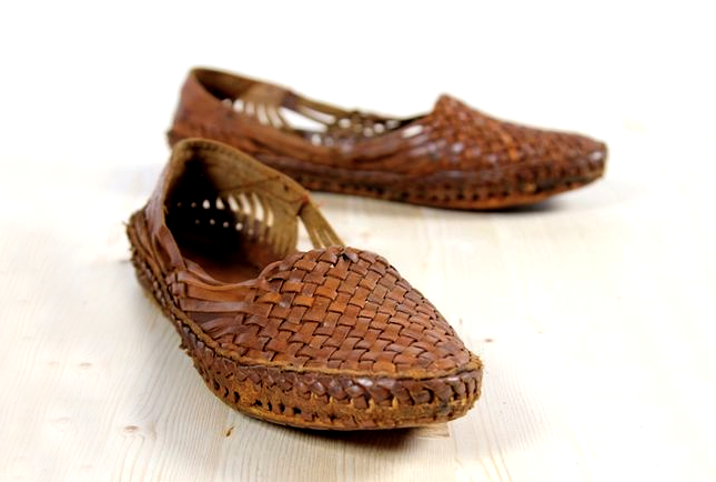 7 Tips to Maintain Kolhapuri Chappals & Leather Products ...