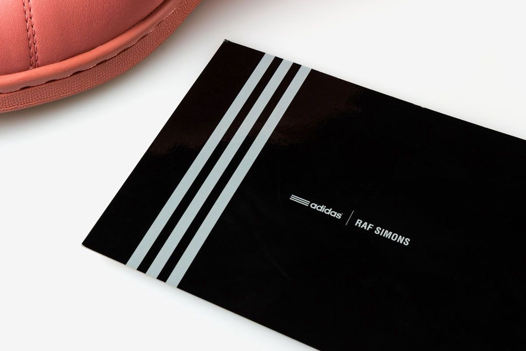 42f1d3c4013ce It has the logo of adidas x Raf Simons collections on the one side and the  description of the model of the sneakers on another.