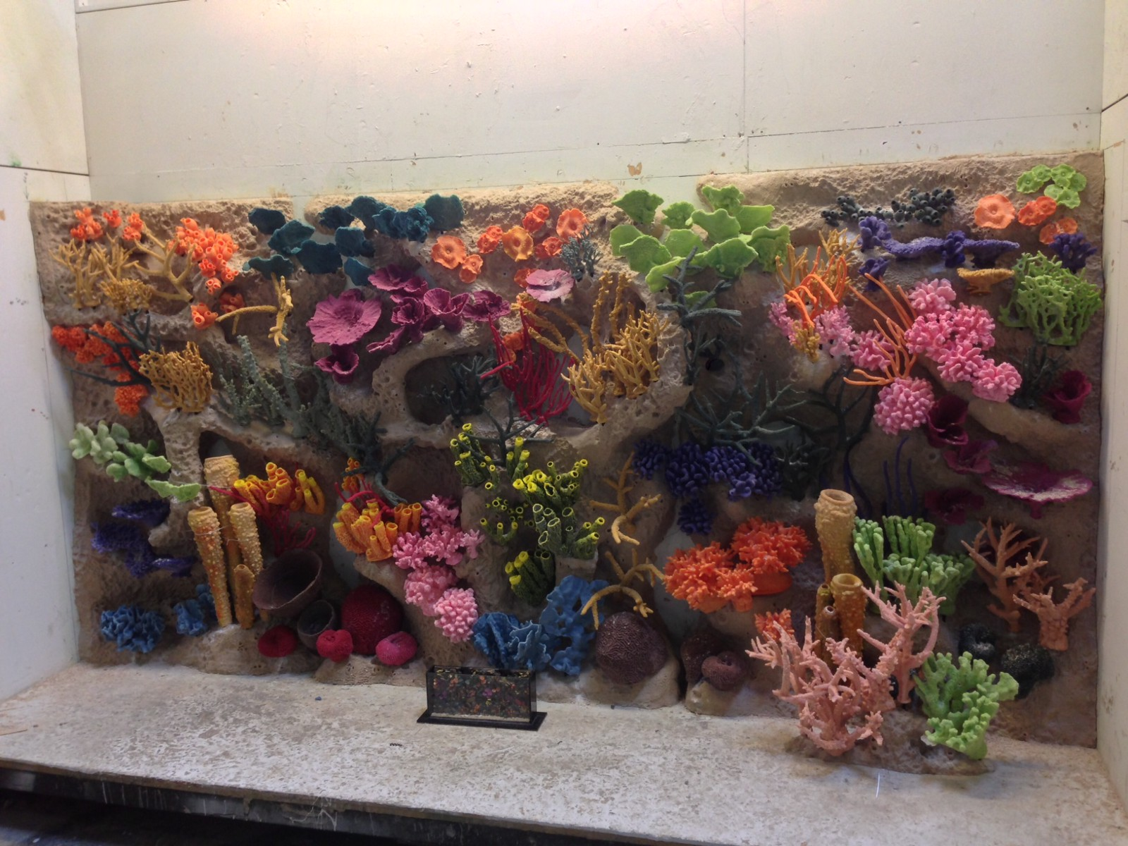 Decorate Your Aquarium With Beautiful Artificial Coral And Reefs