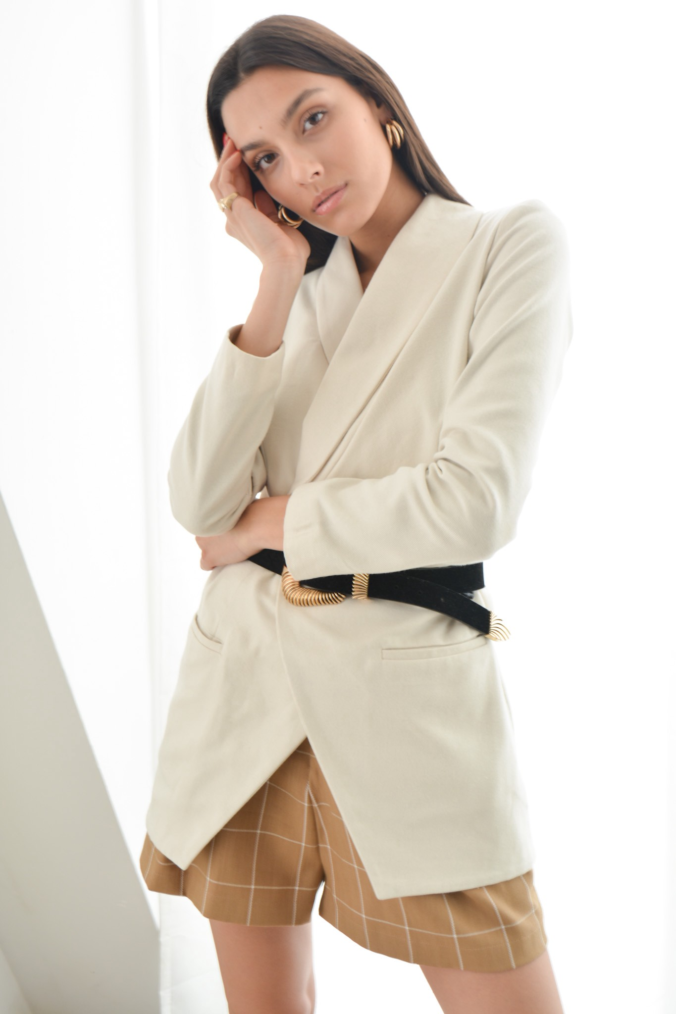 White cashmere blazer with pleated front details