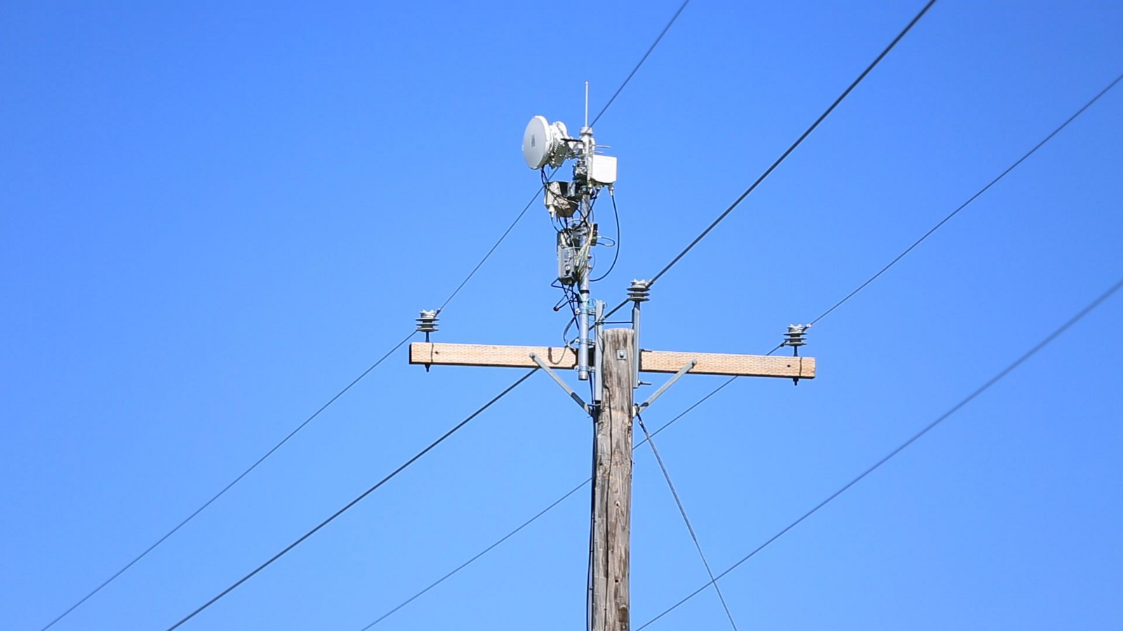 10 Key Issues For California Cities Counties On The Challenges Of Group Overview Residential Electrical Wiring Basics Los Altos Atts Project Airgig Would Attach Antennas Onto Power Lines To Send Data Signals Around Wires Instead Through Them From Cnetcom