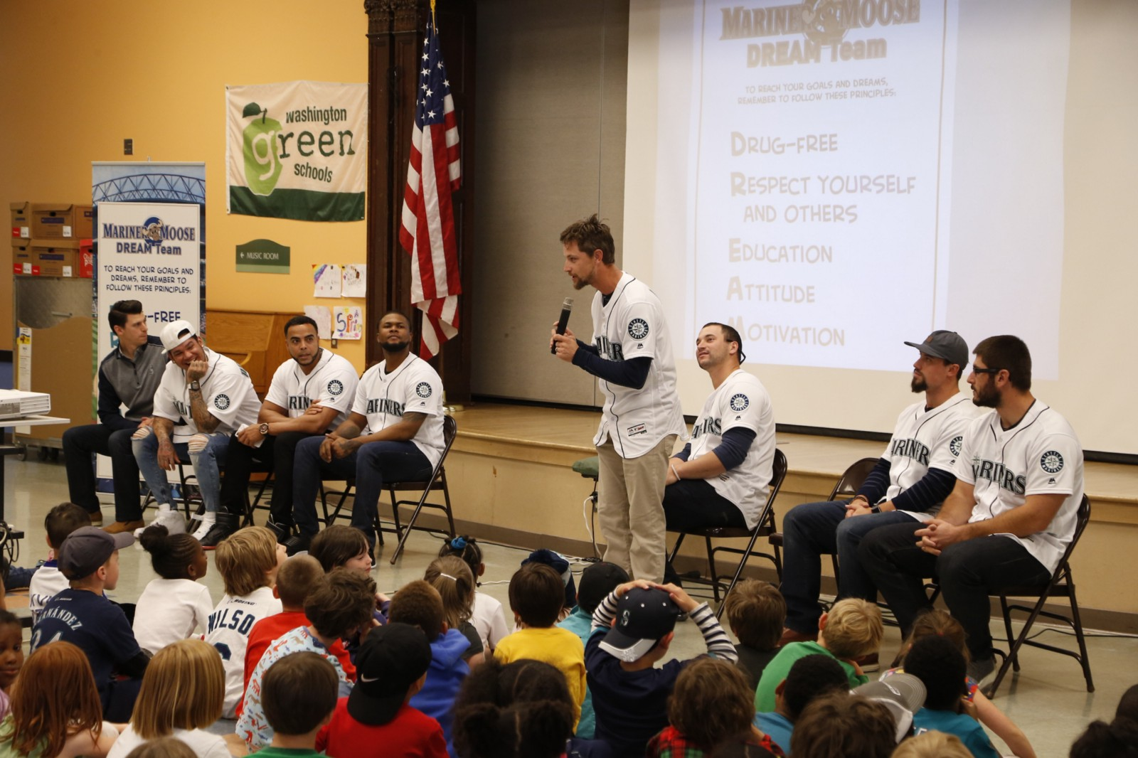 Mariners Players Give Kids A Lesson On Achieving Their Dreams