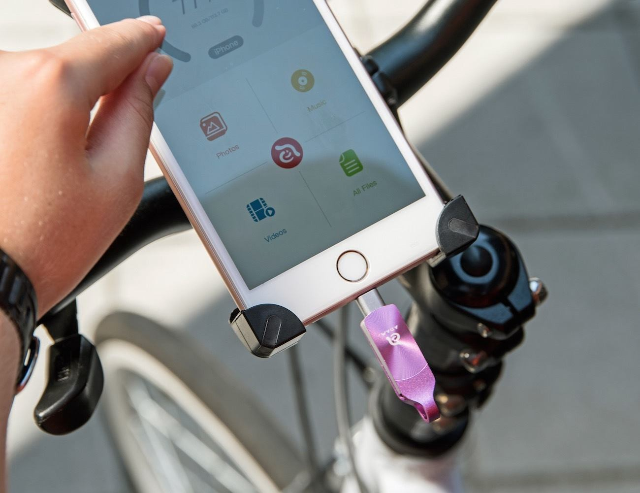 10 Gadgets to Expand Your iPhone Storage