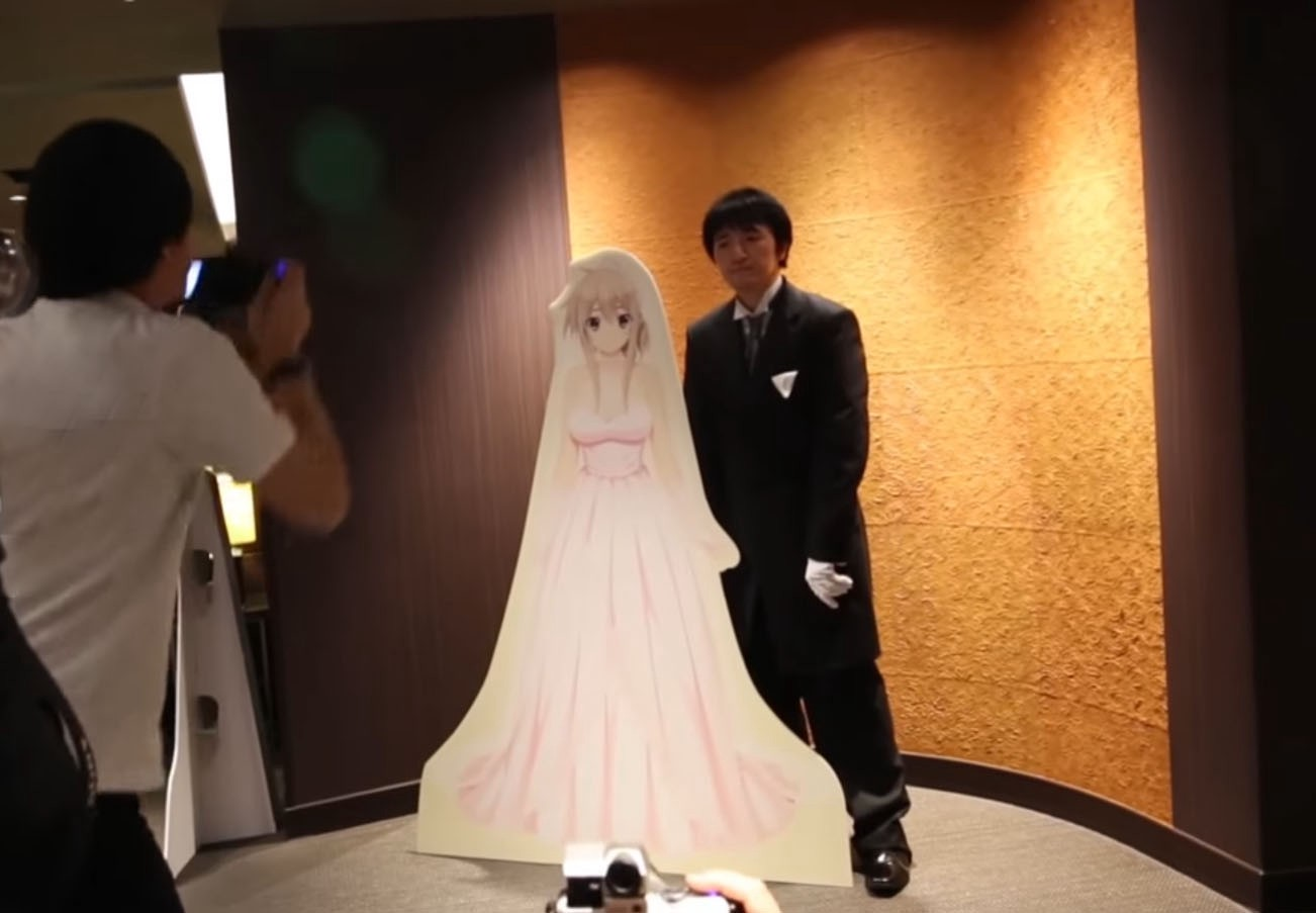 Vr 360 Wedding Ceremony: Tokyo Man Takes Anime Bride In Japan's First VR Marriage