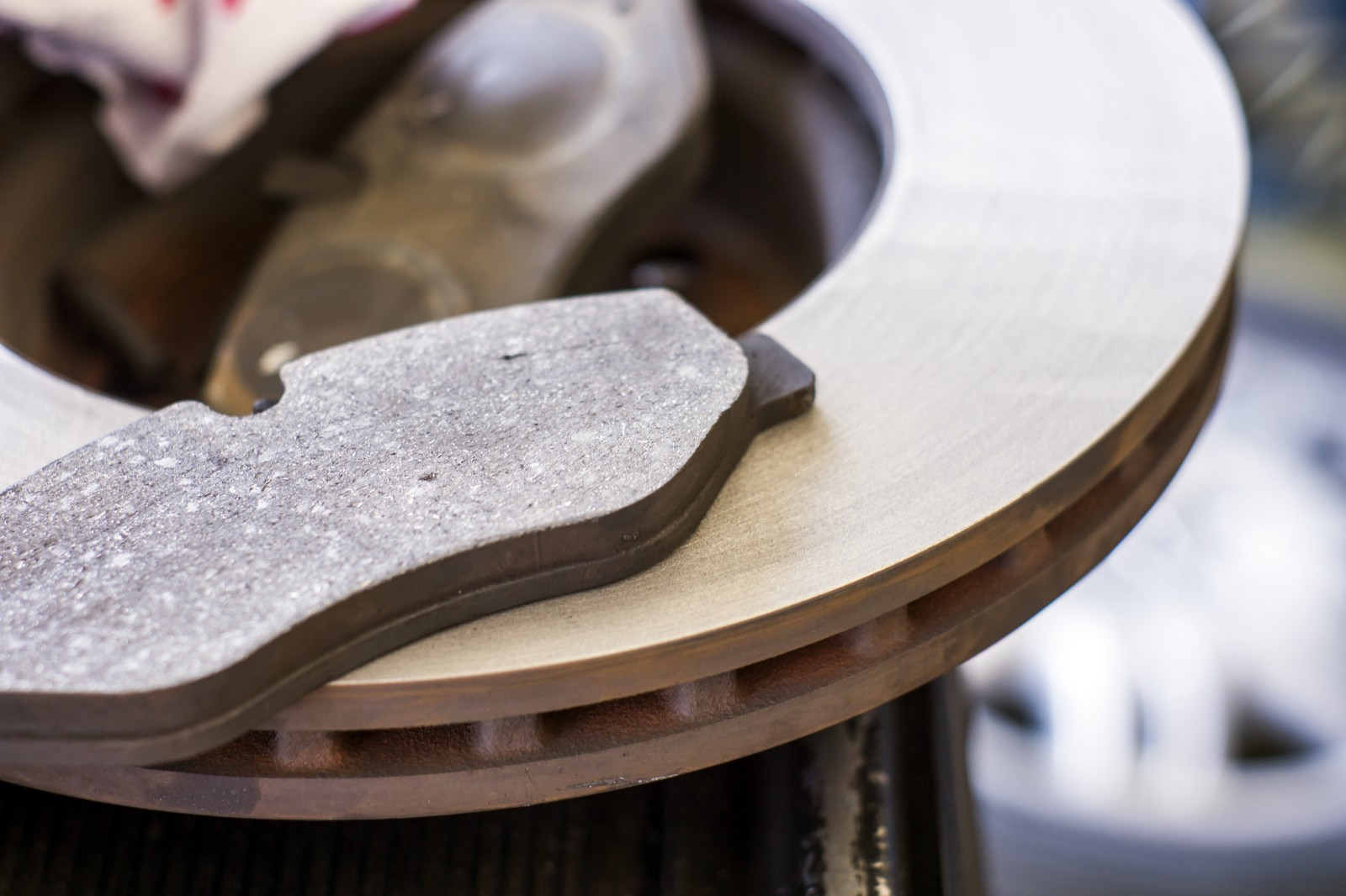 Ceramic Vs Metallic Brake Pads >> Ceramic Vs. Semi-Metallic Brake Pads – Hogan & Sons Tire ...