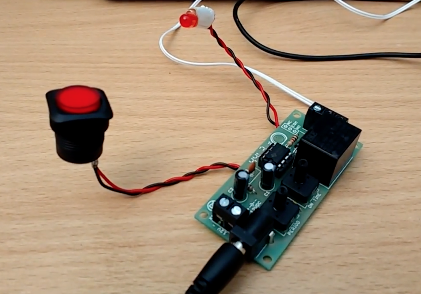 Automatic Mouse Clicking With A 555 Timer Hackster Blog Circuit Relay Using
