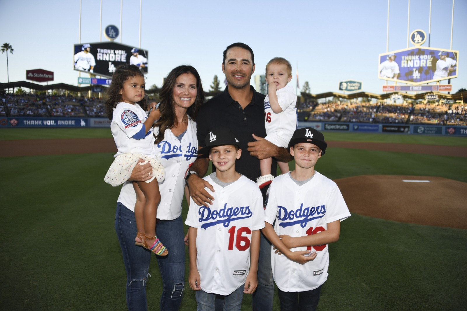 Thanks For Memories Andre >> After 12 Years In La Dodgers Honor Andre Ethier At Retirement Ceremony
