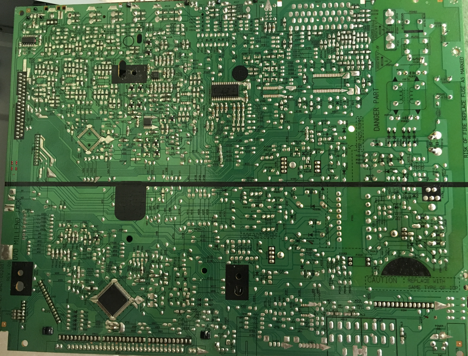 Salvaging A Samsung Dvd M101 Player R X Seger Medium Electronicgadgetslaser Etched Recycled Circuit Board Clock Is Vacuum Fluorescent Display Vfd Built By Micom Controlled The Fic1 Upd780232 Front Controller Examining Reverse Side Of Jack