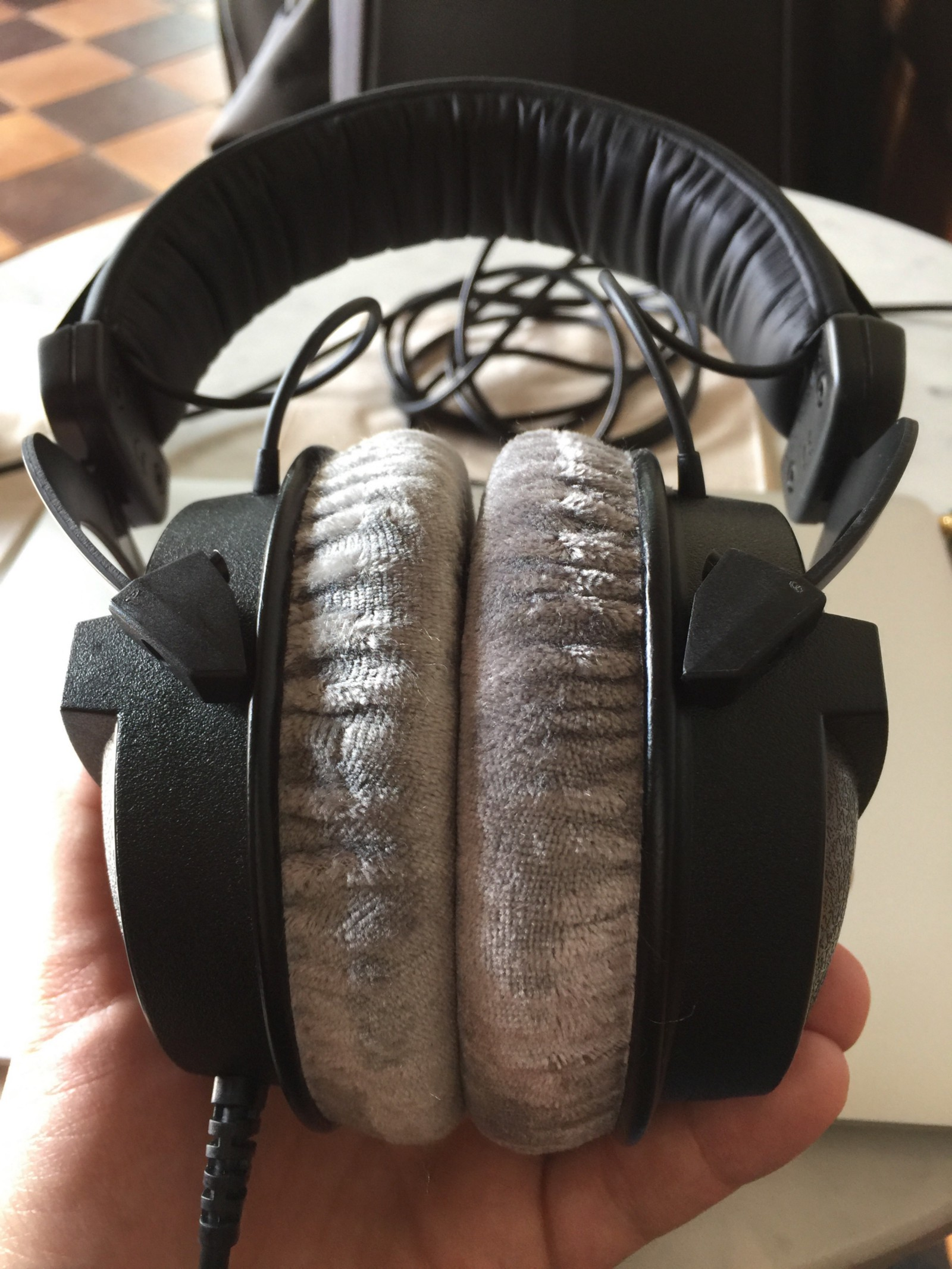 headphone comfort and pad size the best headphones to buy if you don t want them to touch your. Black Bedroom Furniture Sets. Home Design Ideas