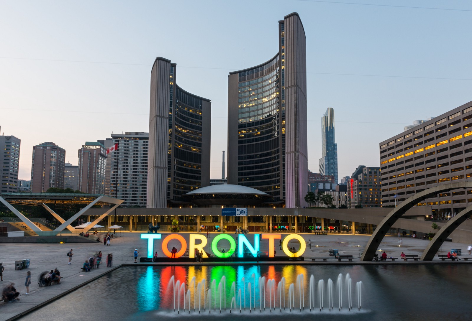 Toronto City is the Perfect Reflection of Canada – Flights