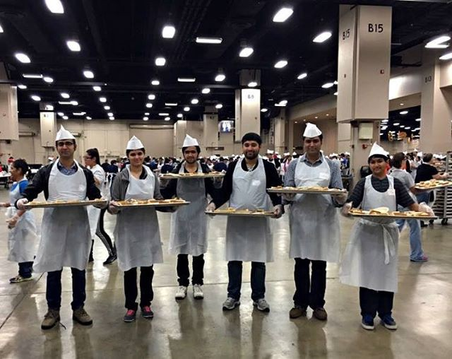 Pakistani IVLP participants volunteered their time at the 35th annual Raul Jimenez Thanksgiving Dinner in San Antonio, Texas in 2015. (State Department photo)