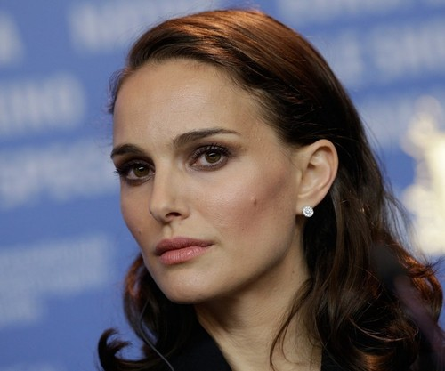 Impersonators using Natalie Portman's image