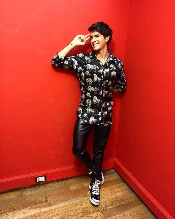 299aa8d4471a How to Grab party wear look for men in leather pants