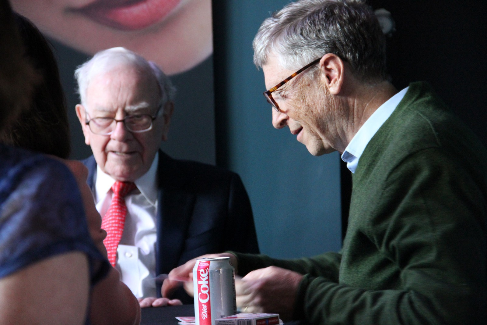 1454283d7d837 When I tell people that Warren Buffett follows the 5-Hour Rule and spends  80% of his time reading and thinking, they have an immediate and  predictable ...