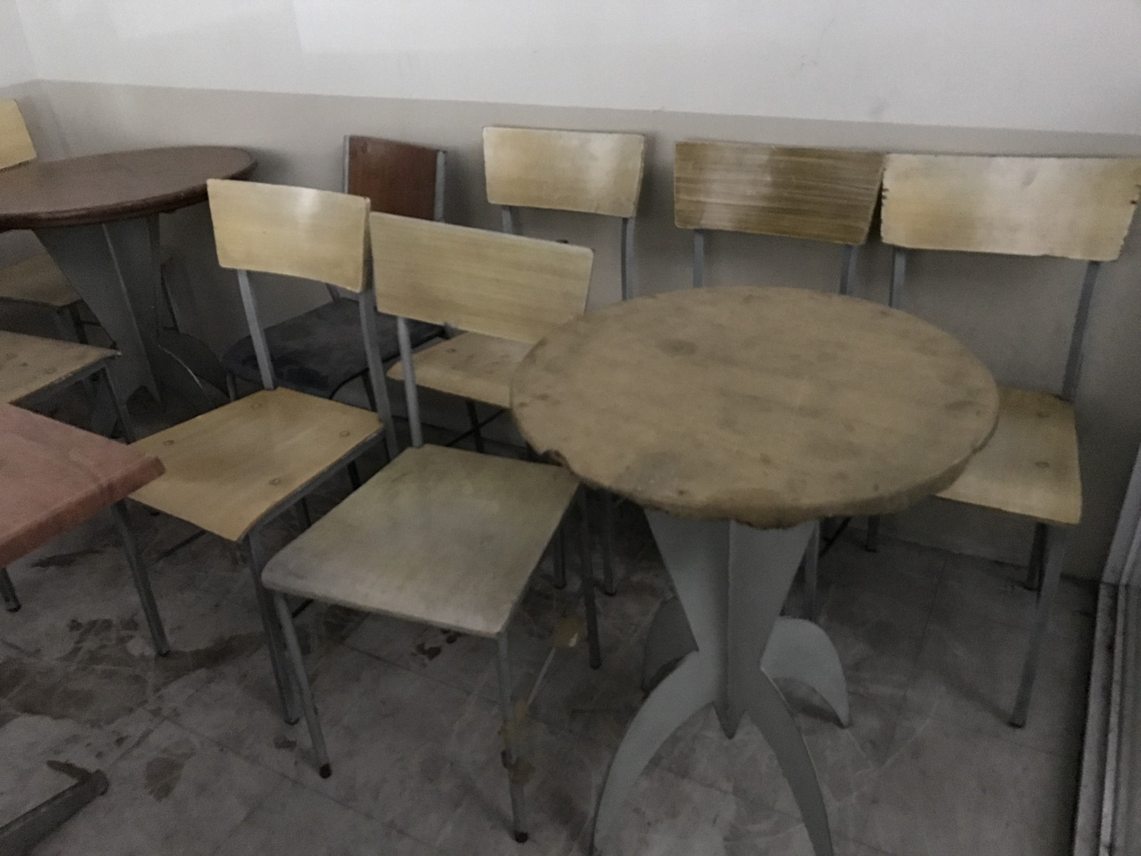 looking for used restaurant chair and table megaoffice surplus rh medium com Used Oak Dining Room Chairs Used Oak Dining Room Chairs