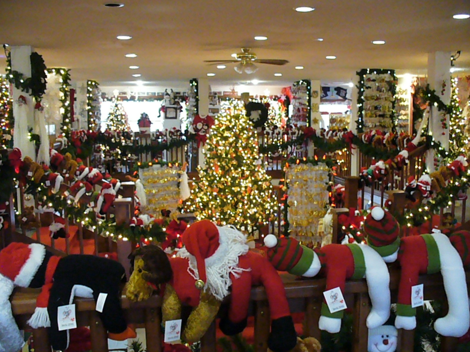 how to shop for christmas at the last minute without stress - Christmas Mouse Myrtle Beach
