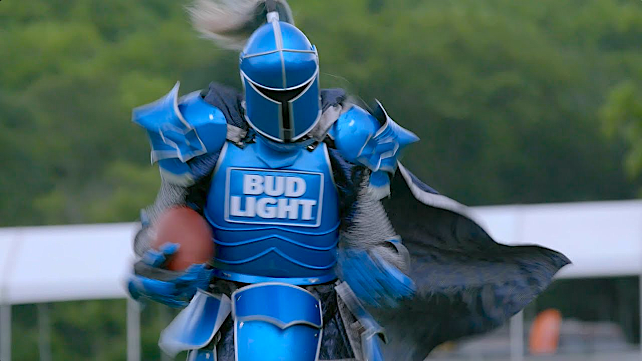 """71ebe44b9d51c """"Dilly Dilly!"""" Above  Bud Light s Bud Knight mascot (RIP  Spoilers )"""