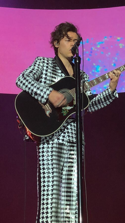 861b6eda54 My Definitive Ranking of Harry Styles  2018 Tour Outfits