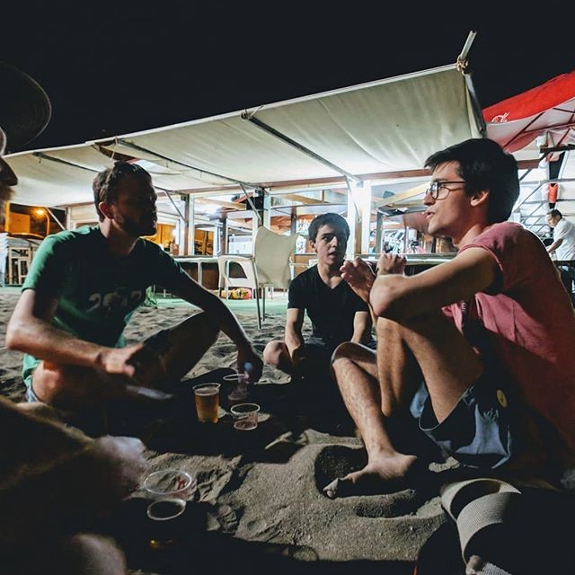 An after-hours Beach BoF including Carl from System76, Tobias from Purism, and others