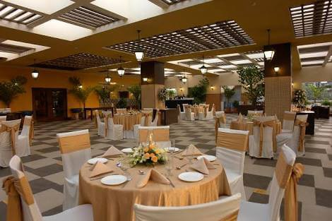 Located In The Midst Of Greenery Stylish Suburbs Mumbai Juhu Club Millennium Is Known For Its Luscious Wedding Venues Hall
