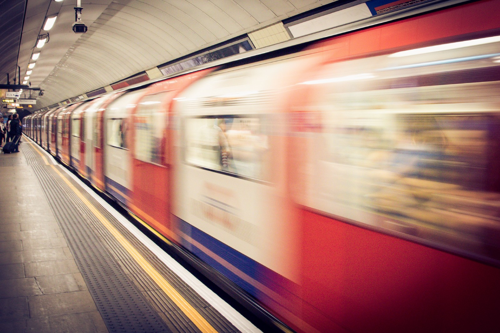 Commuter Returning From Rat Race >> 5 Reasons Why A Long Commute On Public Transport Isn T A Total