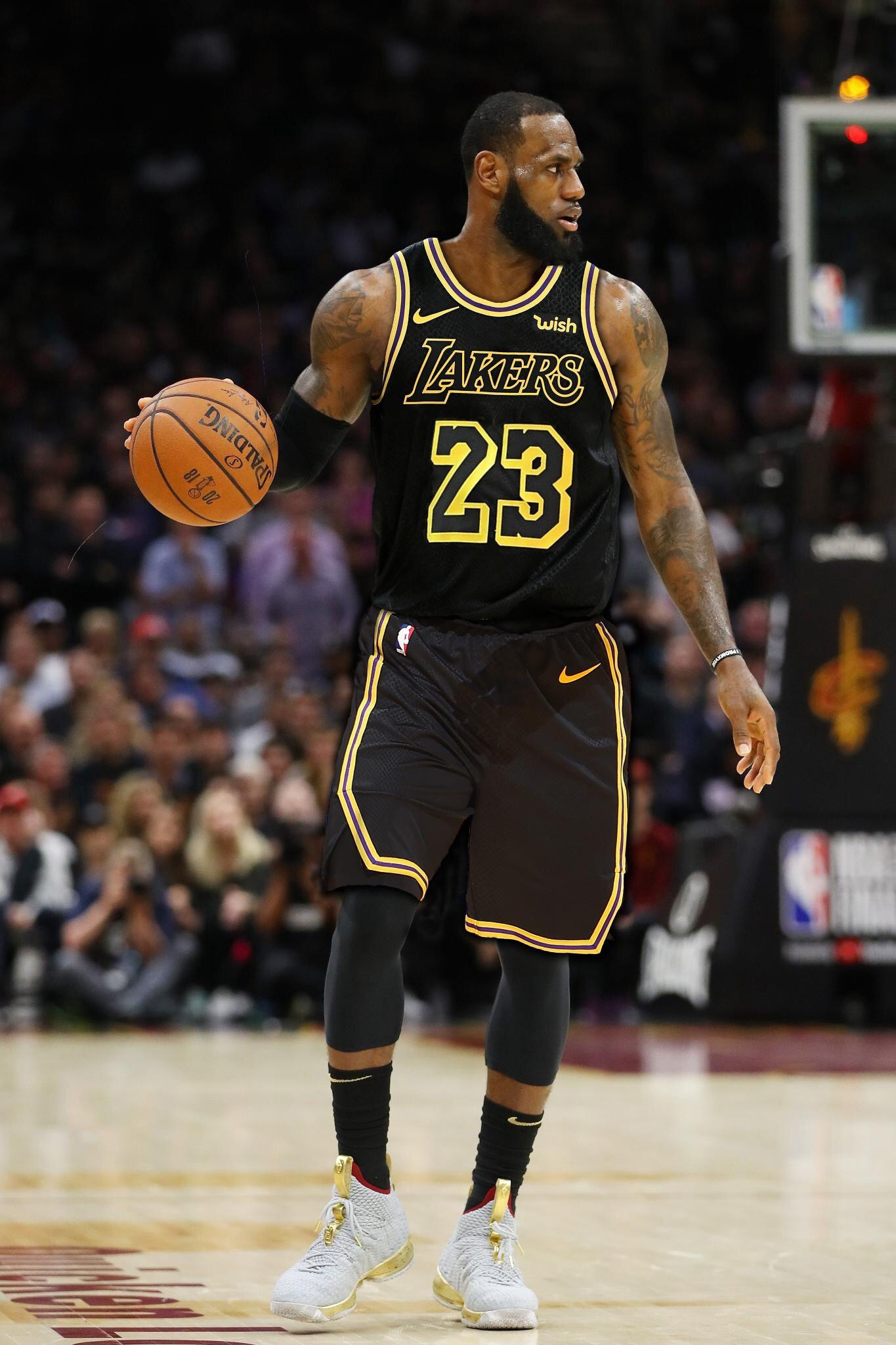 3-time NBA Champion and 4-time NBA MVP LeBron James has recently inked a  4-year  154 million contract with the Los Angeles Lakers according to his  agent ... 6f33bedd8