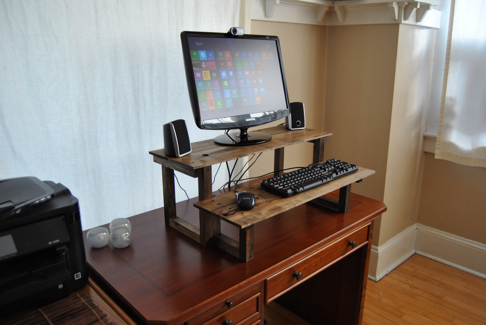 Here Are 5 Helpful Tips For Getting Started With A Standing Desk