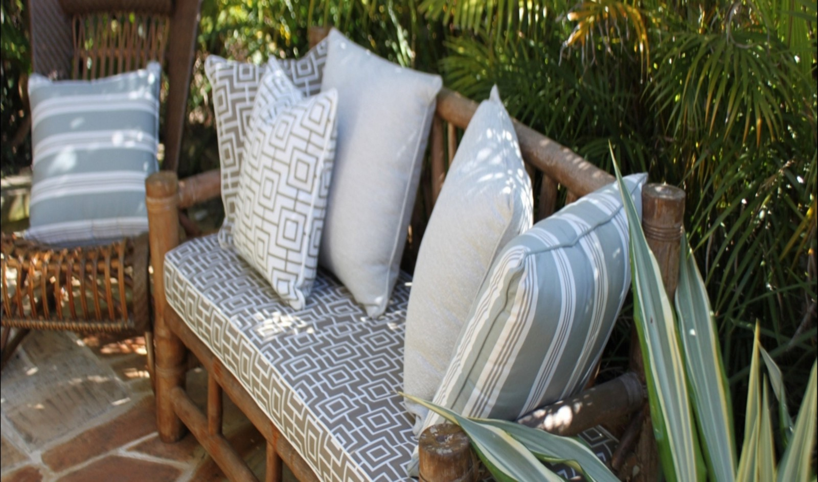 5 Different Types Of Garden Furniture To Choose From