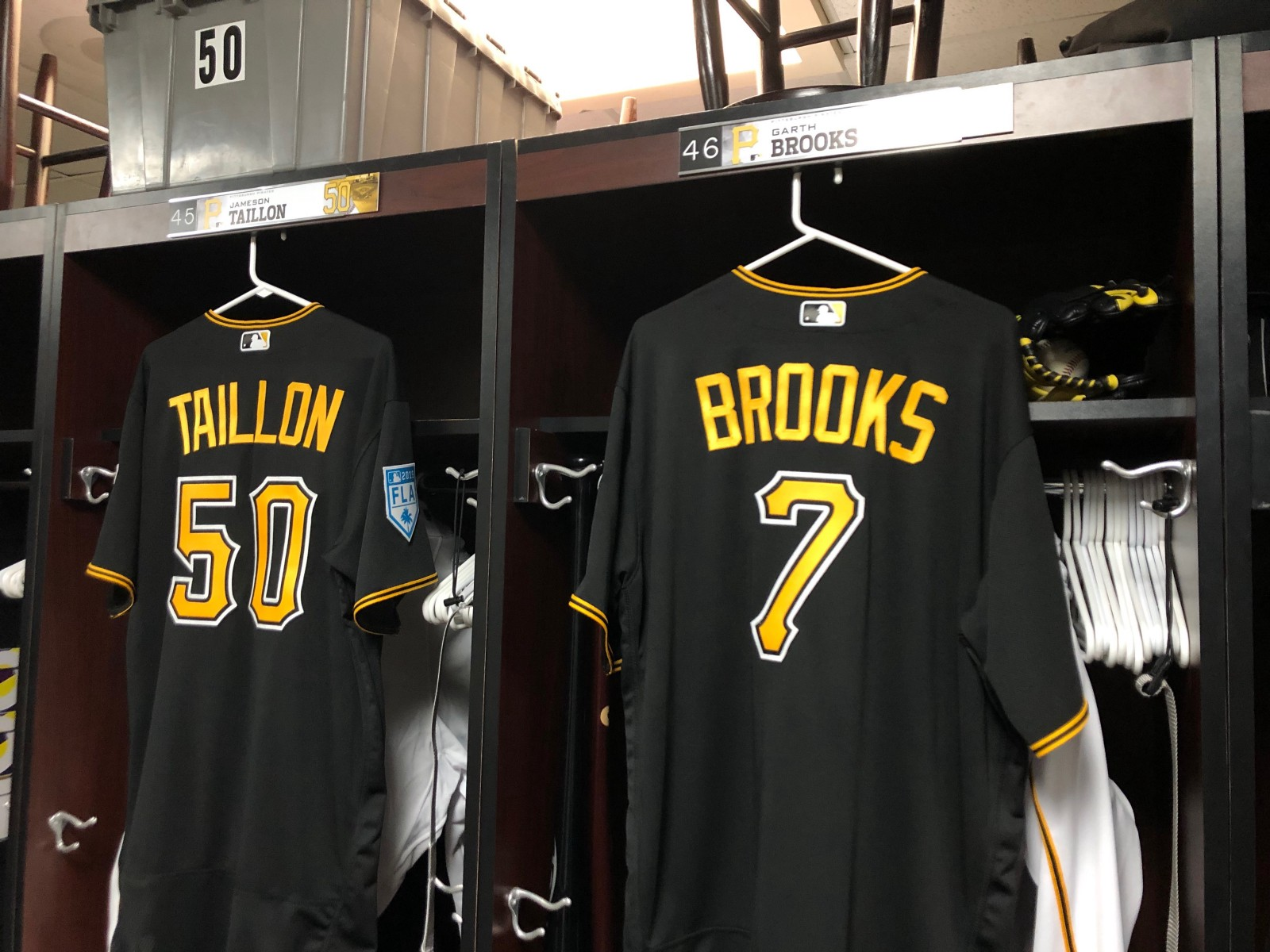 2241aac40dc197 Flipboard: Garth Brooks and Pirates Team up for Spring Training