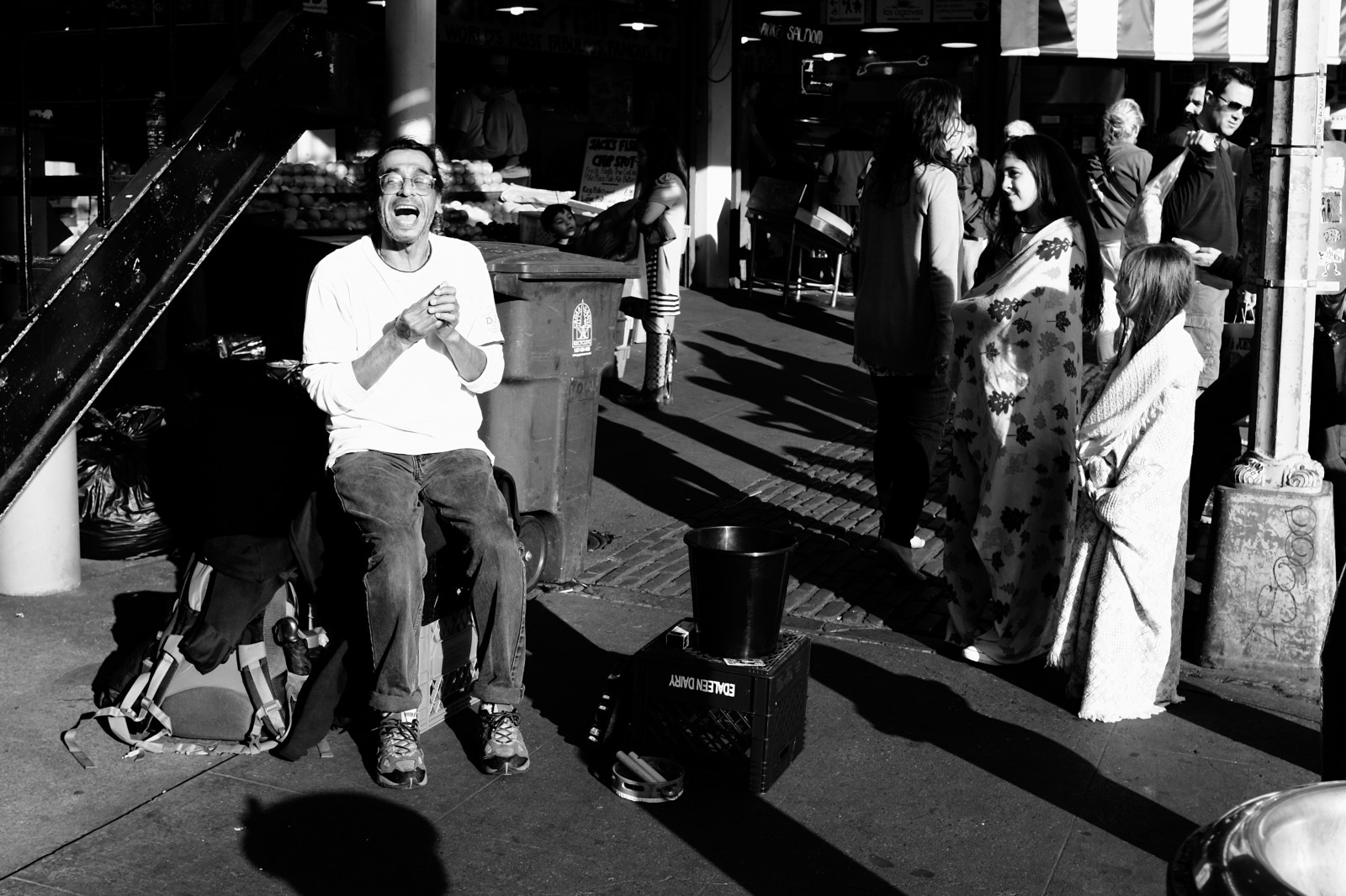 Why The Fujifilm X100t Is My Favorite Camera Danny Ngan Apple Iphone 6 Mplw Hybrid Film A Busker Performs For Kids At Pike Place Market In Seattle Wa Straight Out Of Using Bw Red Filter Simulation