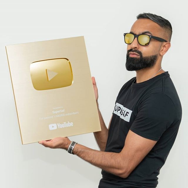 Top UK tech influencer SuperSaf mainly post tech reviews of major brand smartphones.